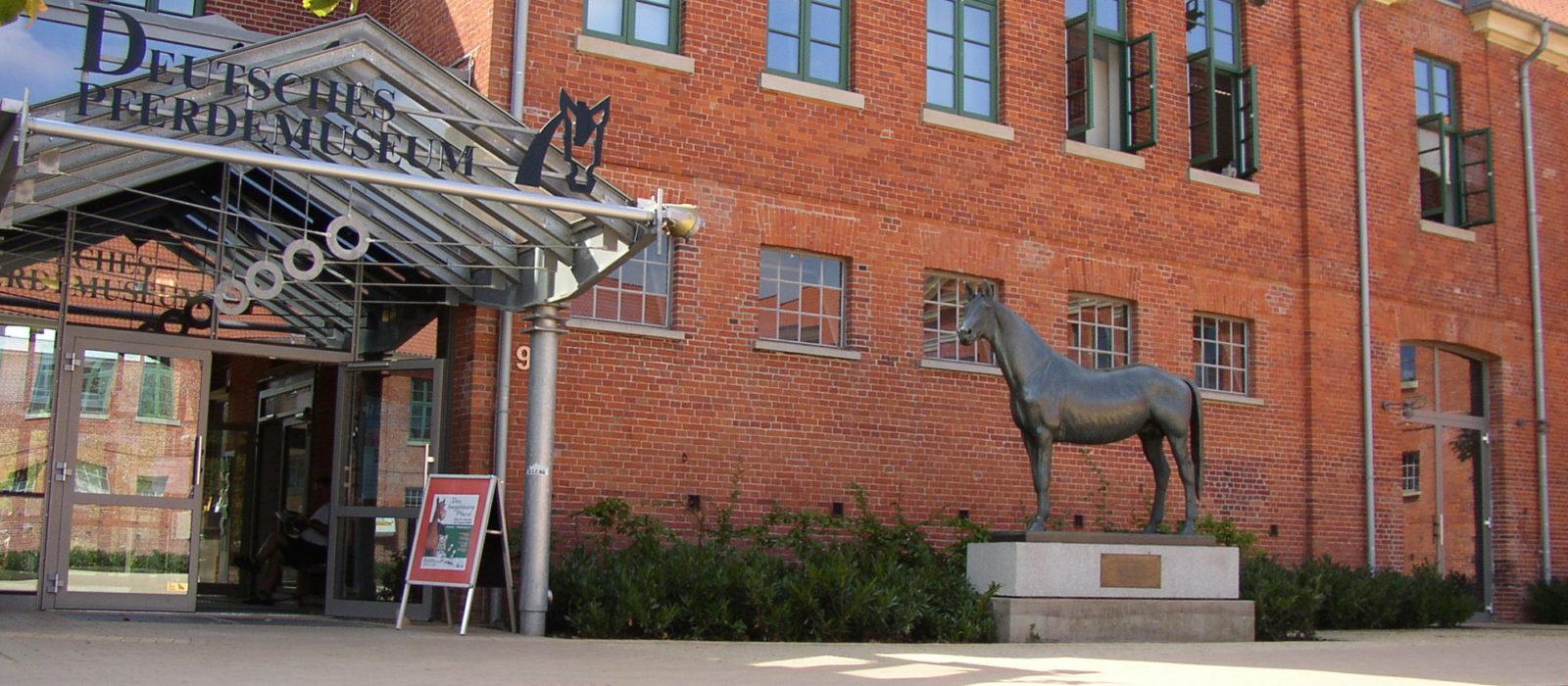 Außenansicht Deutsches Pferdemuseum