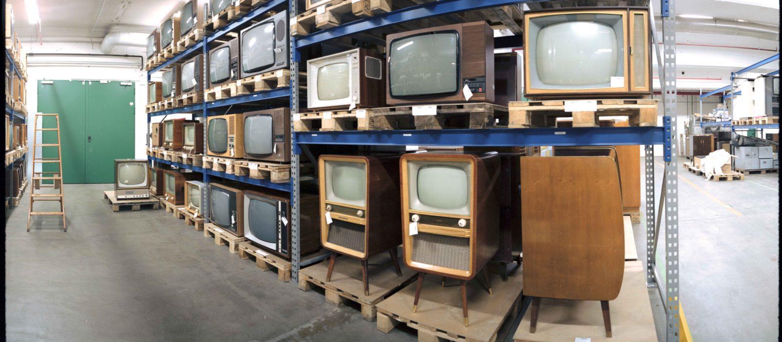 Blick ins Depot, alte Fernseher