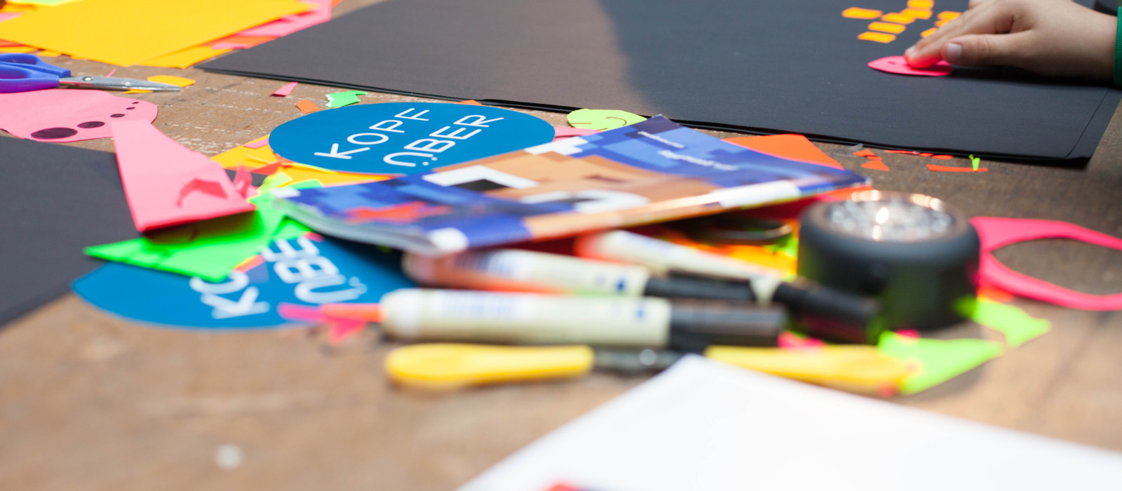 Arbeitsmaterialien eines Workshops mit Kindern