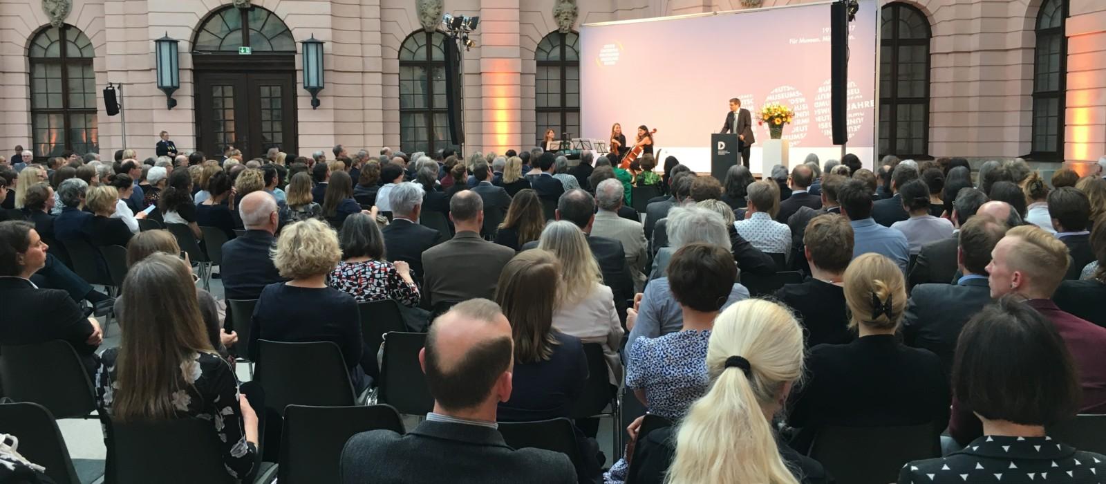 Prof. Dr. Köhne hält die Festtagsrede zum 100-jährigen Bestehen des Deutschen Museumsbundes