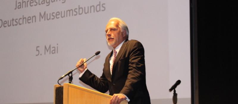 Martin Roth hält den Eröffnungsvortrag bei der DMB-Jahrestagung 2014