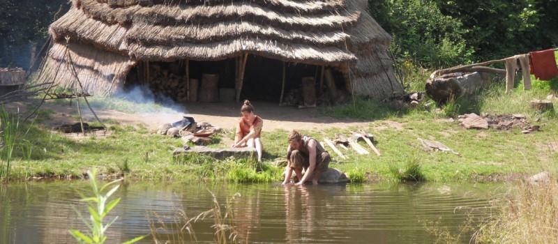 Nachbau eines mesolithischen Jägerlagers