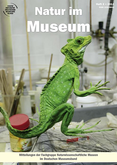 TItelbild: Natur im Museum, 2012. Präparat einer grünen vor Arbeitstische in Präparationswerkstatt